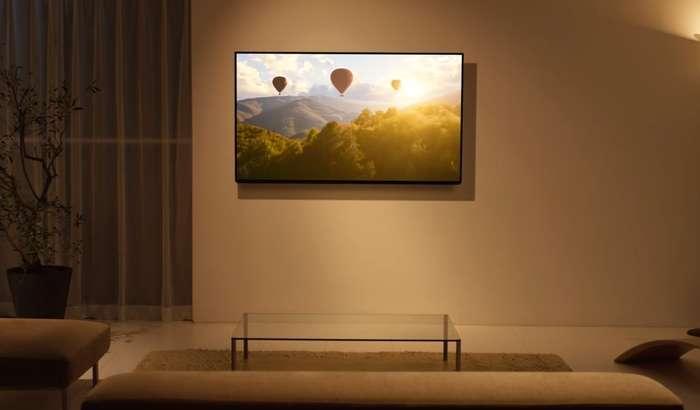 壁掛けテレビのある風景