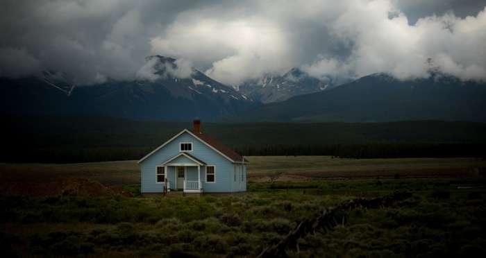 荒野に建つ家