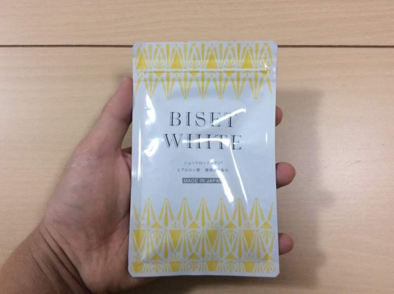 ビセットホワイトを手に持った状態