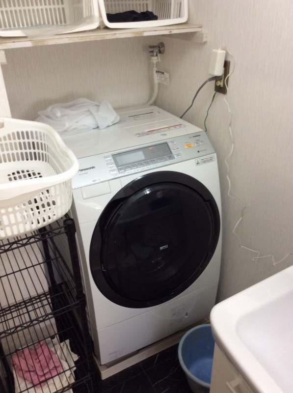 京都上桂シェアハウス コモンホーム1号館の洗面所のドラム式洗濯機