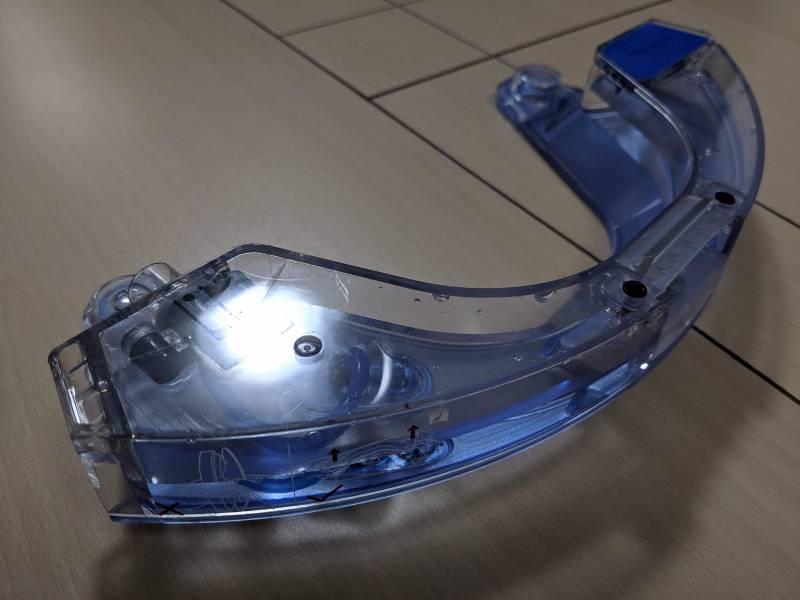 モップ装着時のエコバックスロボット掃除機「DEEBOT OZMO 930(ディーボット オズモ 930)」から取り外した給水タンク