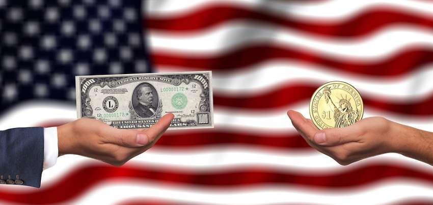 アメリカ国旗と米ドル