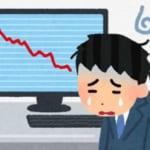 株や為替(仮想通貨)の相場が下落してしまい大暴落で落ち込んで悲しんでいる株のトレーダーと、相場のチャート(グラフ)が表示されたモニタのイラスト