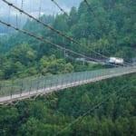 高所恐怖症には難易度の高い谷瀬の吊り橋のフリー画像
