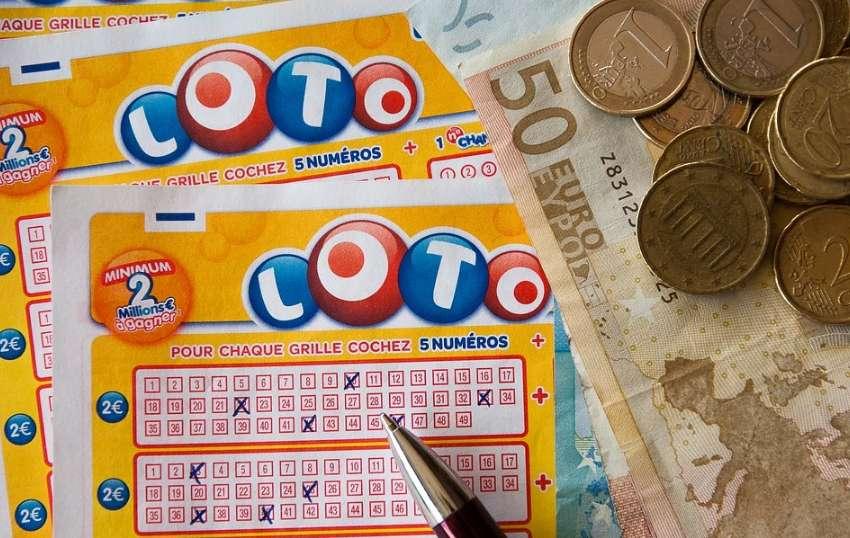 ロトの宝くじとコインとお札