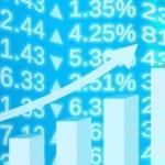 株価の変動とグラフのサラリーマンの男性